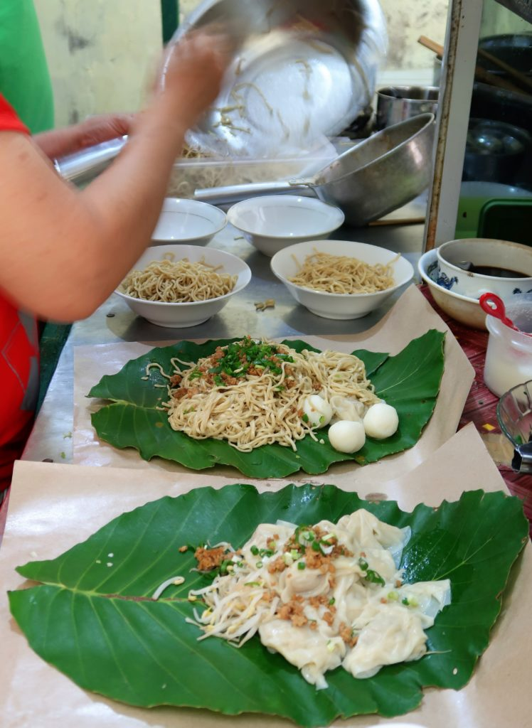 Noodle For Take Away Using Simpor Leaves