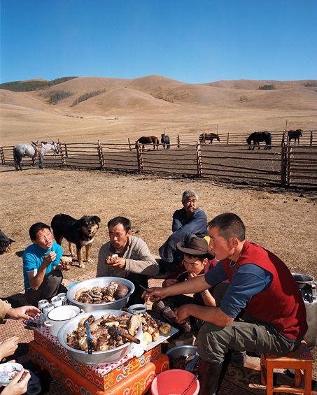 nomadic-family-life-mongolian-food